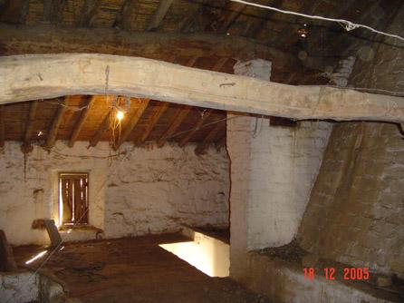 Viga de madera en el tejado for Tejados vigas de madera